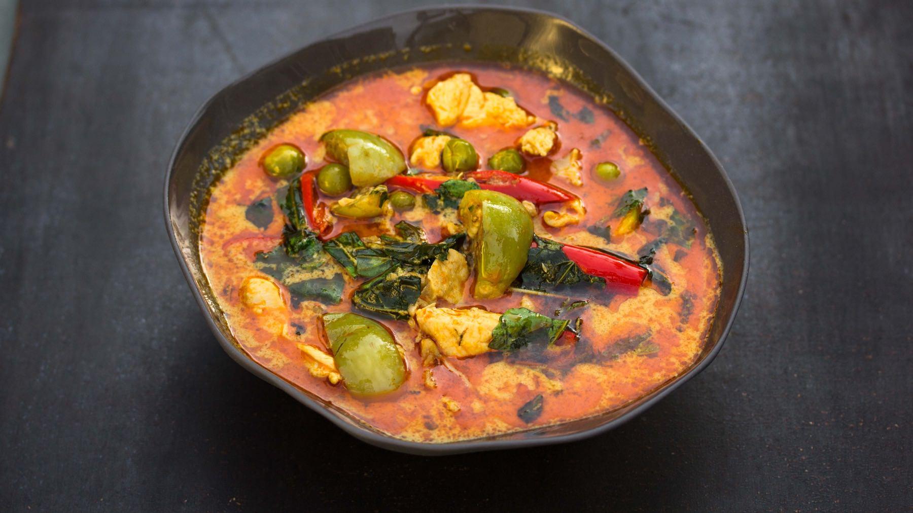 Rotes Thai-Curry mit Huhn – Gaeng Phed Gai