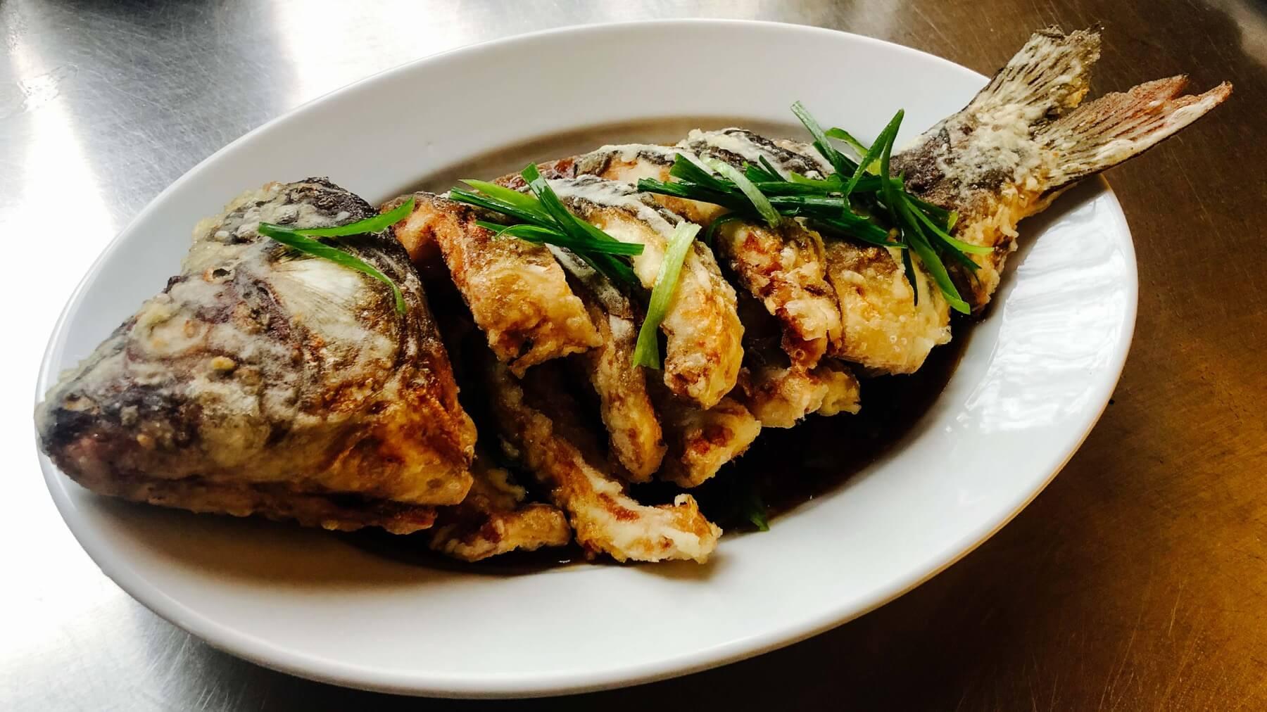 Frittierter Fisch süss-sauer nach Szechuan Art