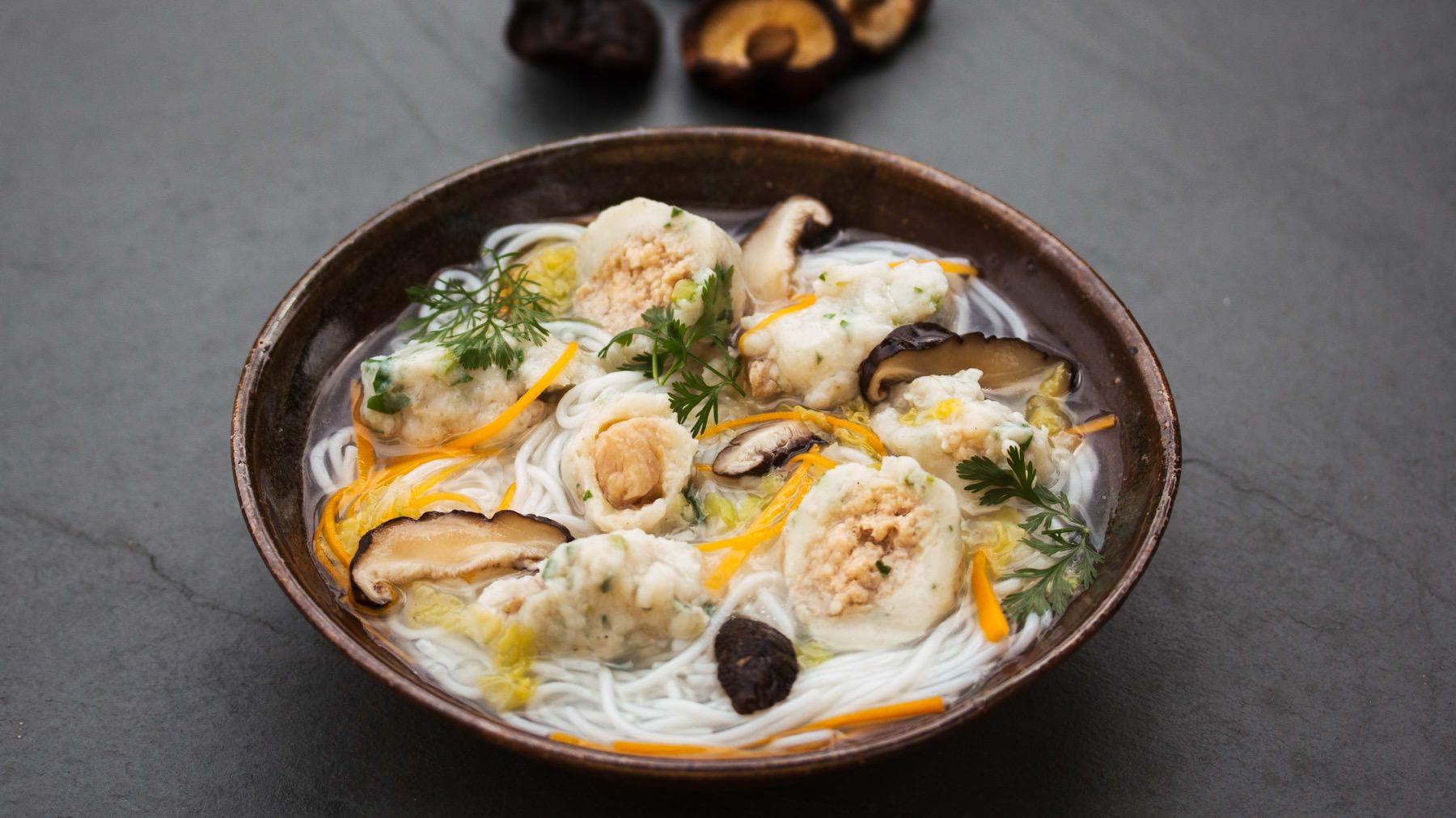 Nudelsuppe mit Fisch-Nocken - Yu Rou Geng Mian Tang