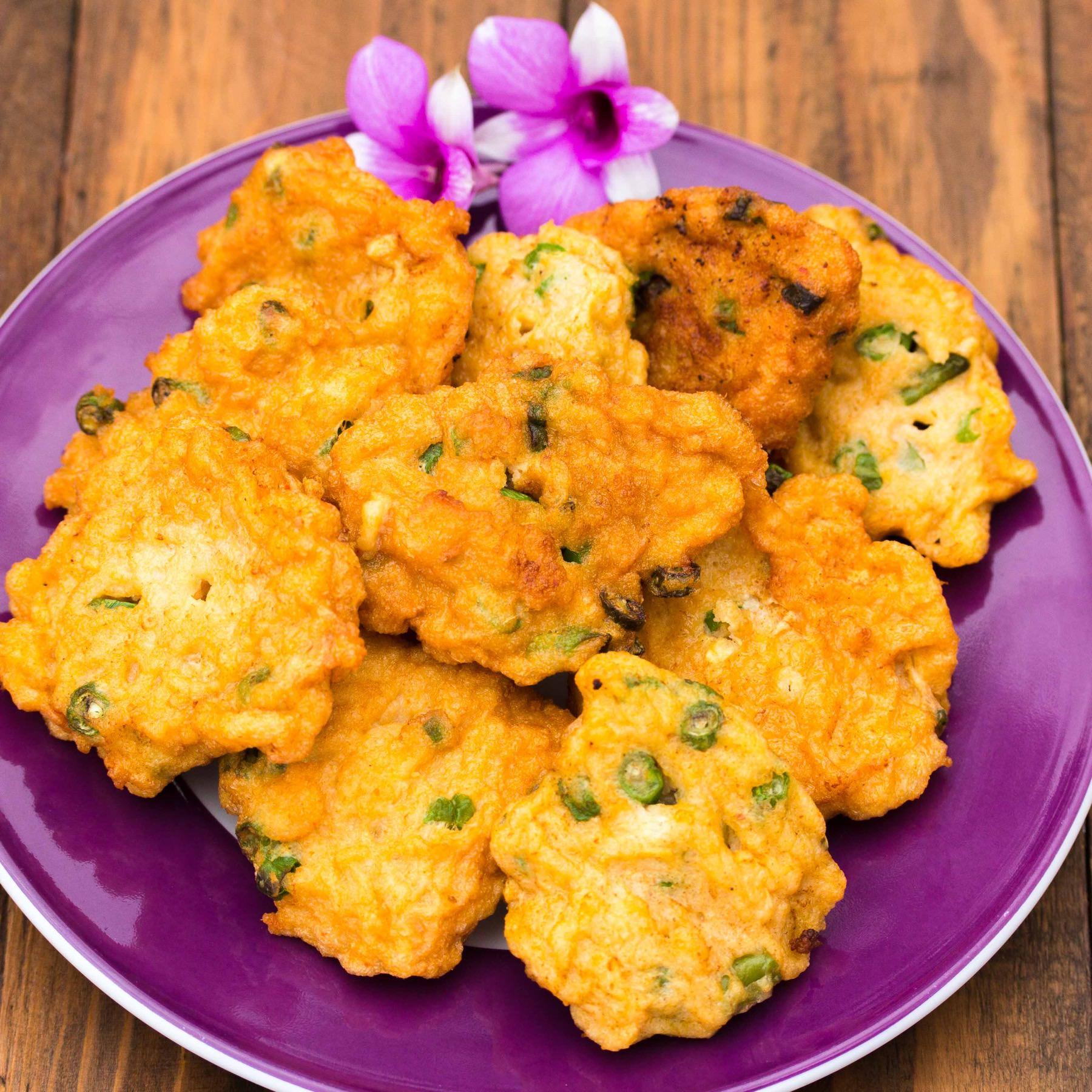 Fischplätzchen mit Gurken-Erdnuss Relish - Tod Mun Pla