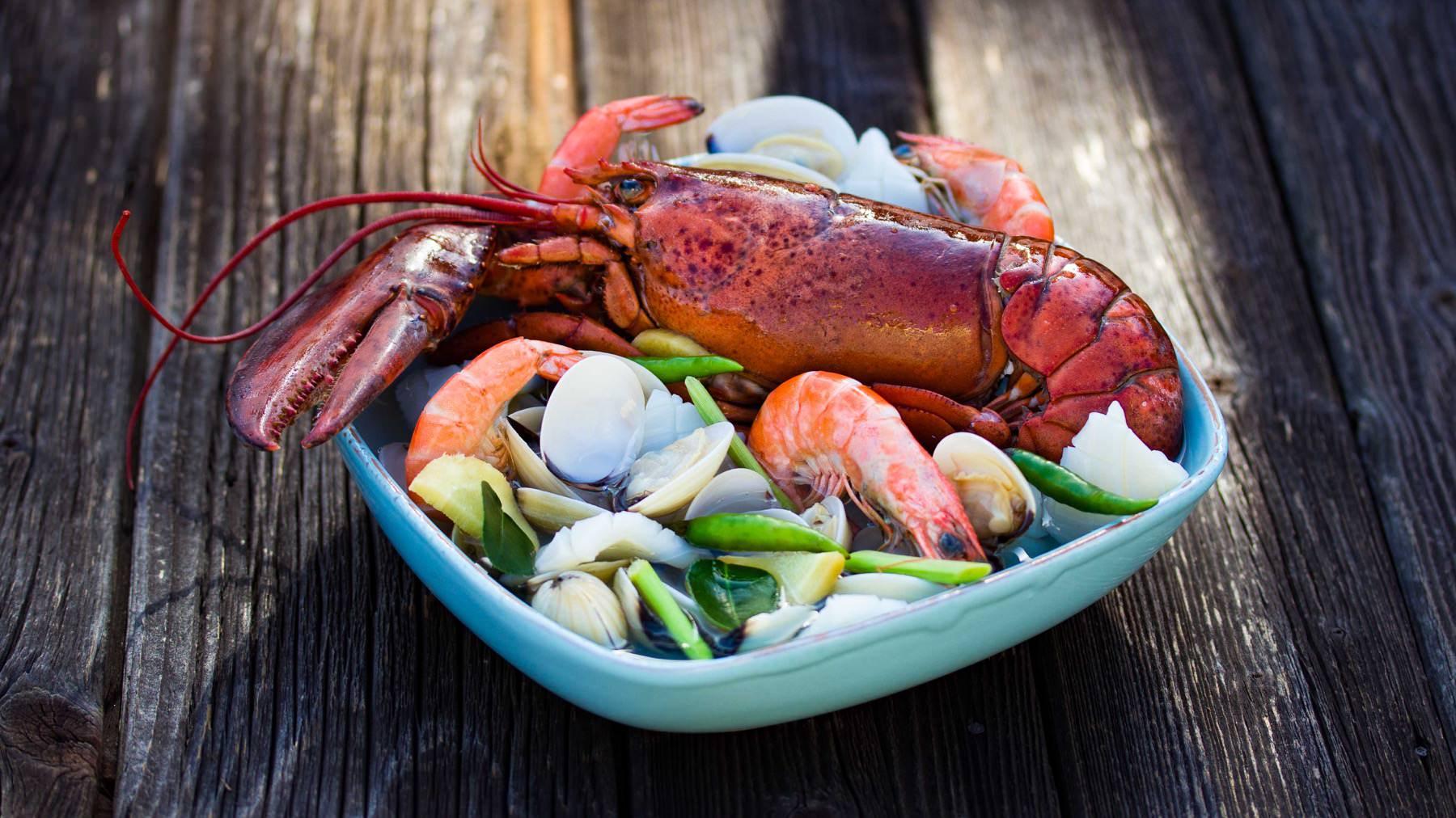 Sauer-scharfe Meeresfrüchtesuppe aus Thailand - Tom Yum Poh Taek