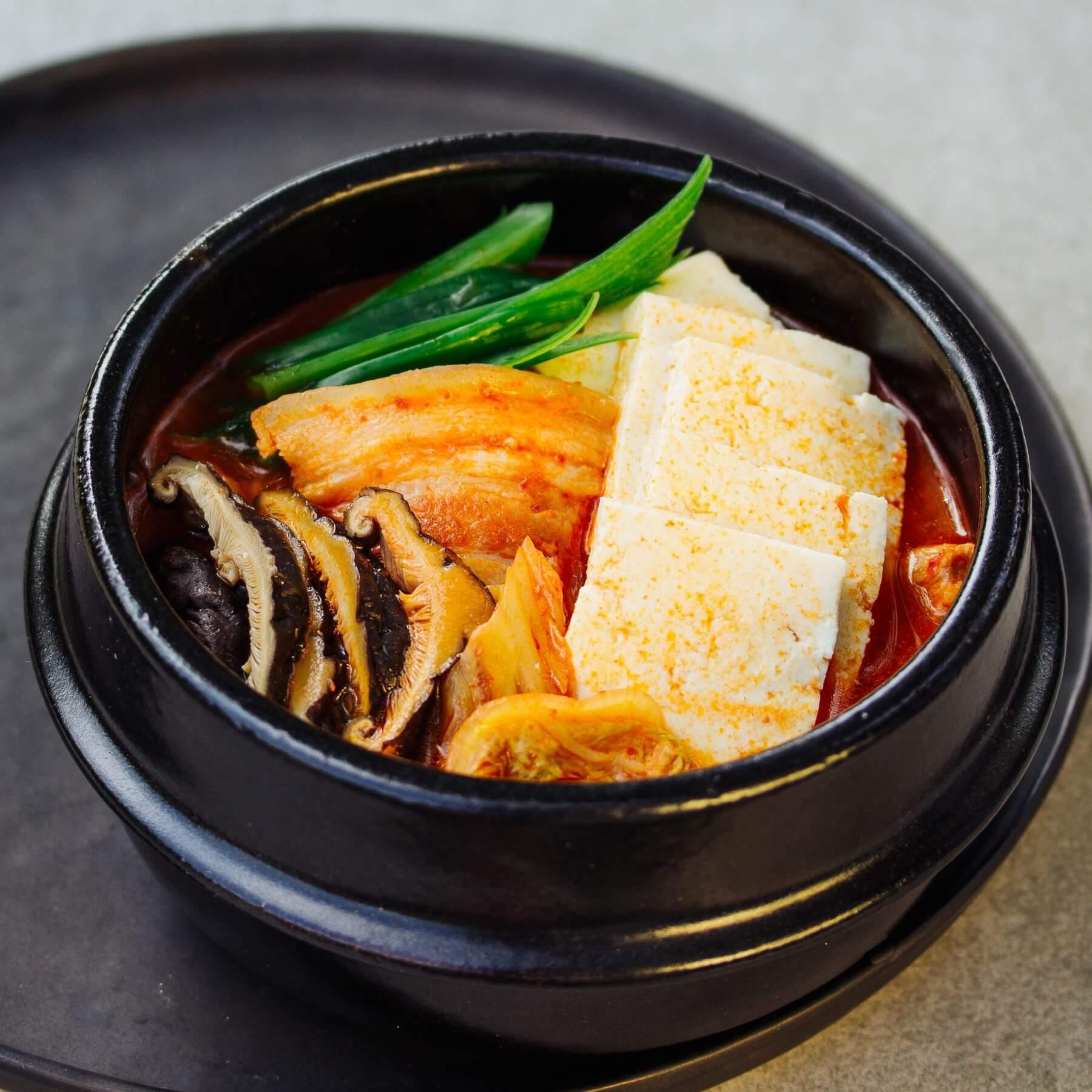 Koreanischer Kimchi Eintopf - Kimchi Jjigae