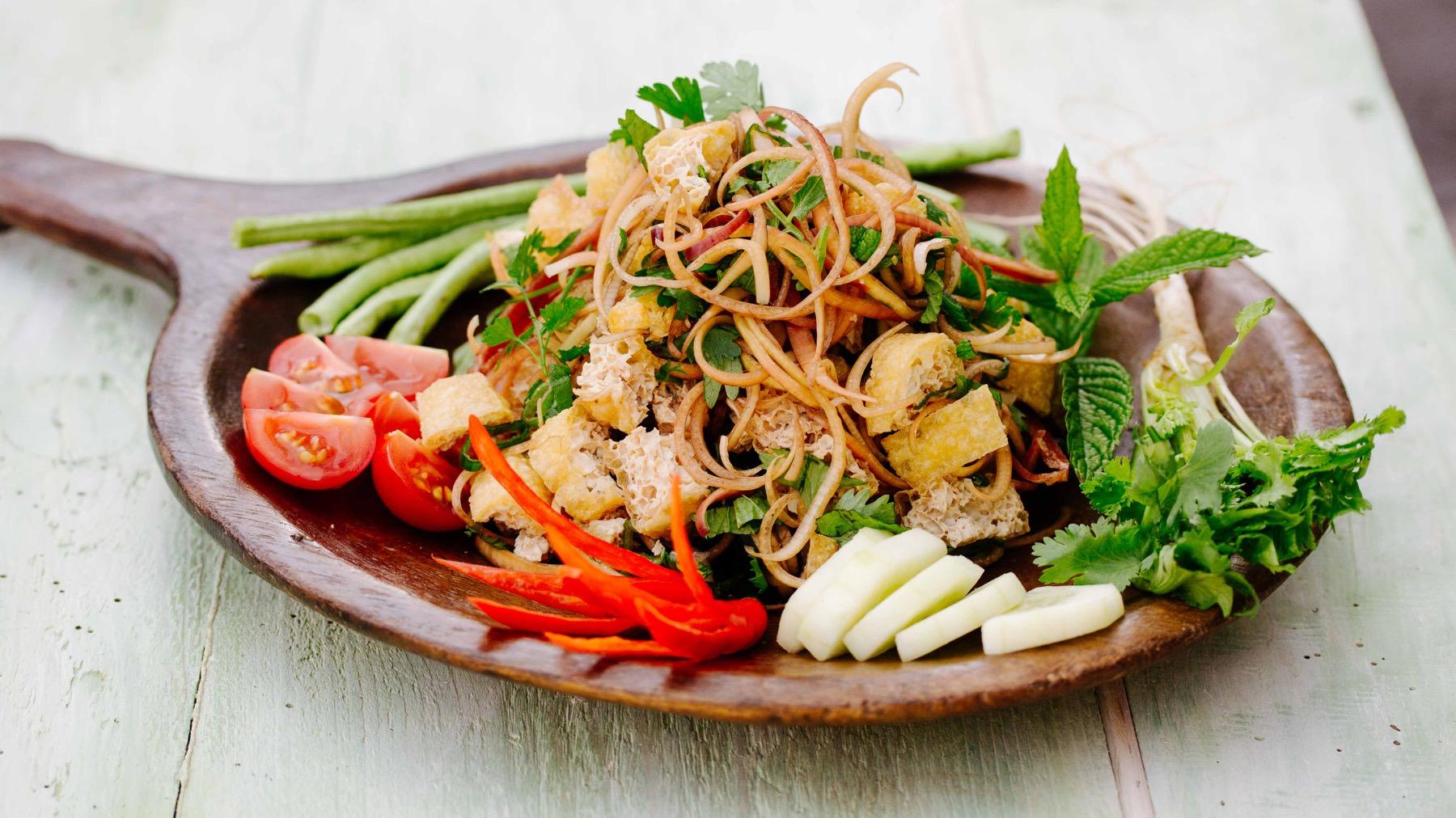 Larb mit Tofu und Pilzen aus Laos
