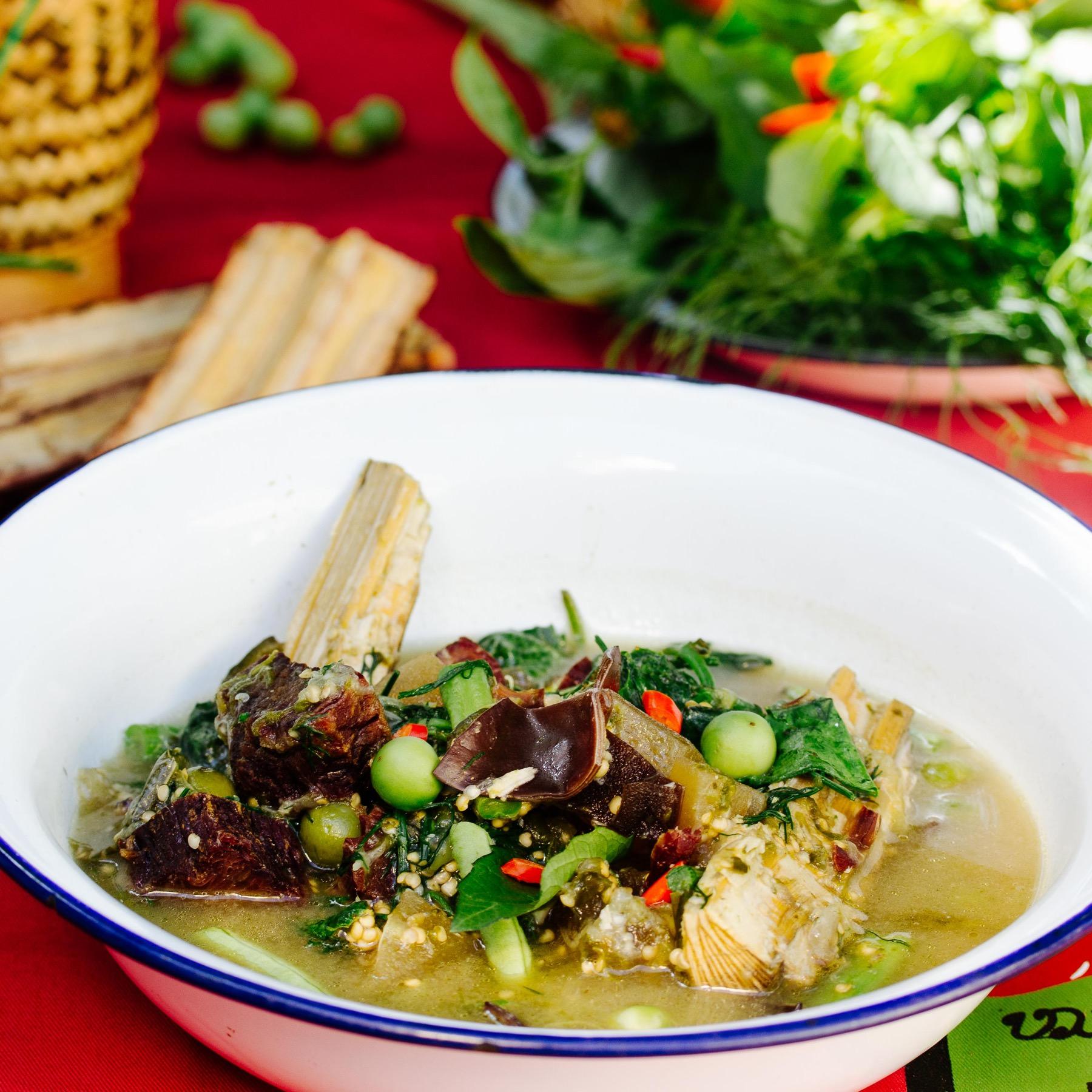 Laotisches Rinderragout mit Auberginen und Pfefferholz