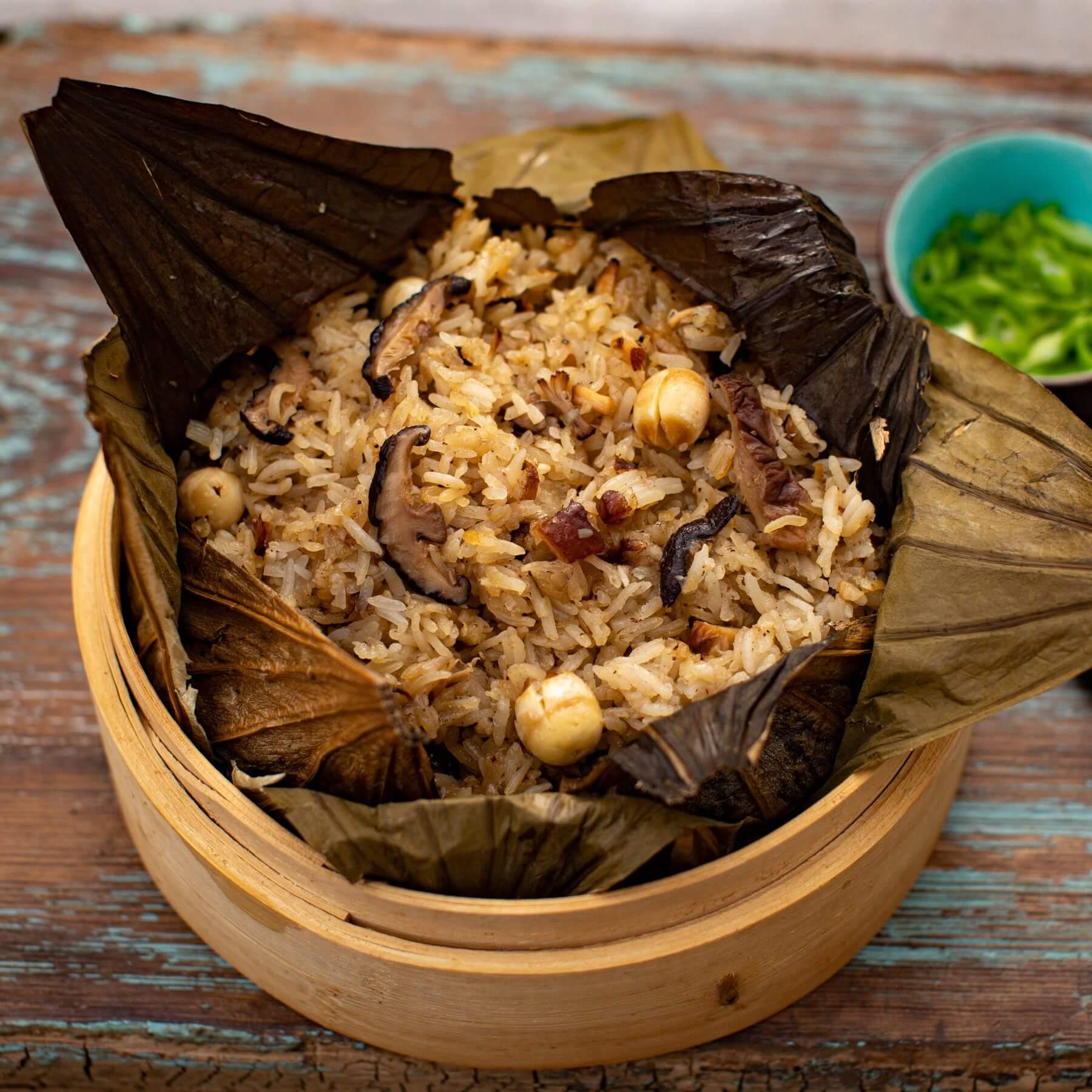 Gedämpfter Reis im Lotusblatt