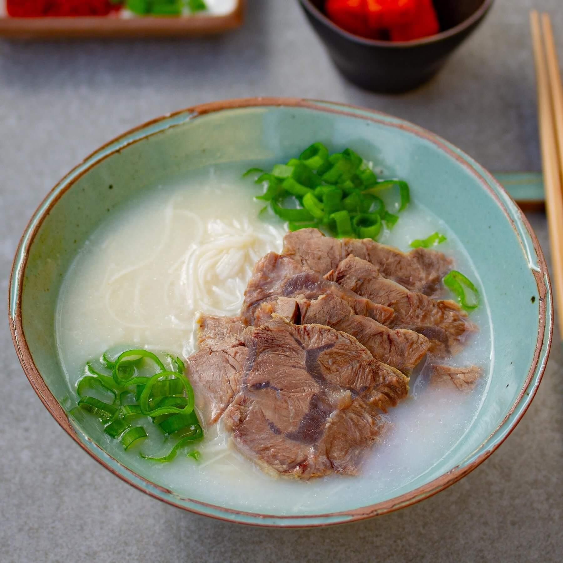Koreanische Markknochensuppe -Seolleongtang