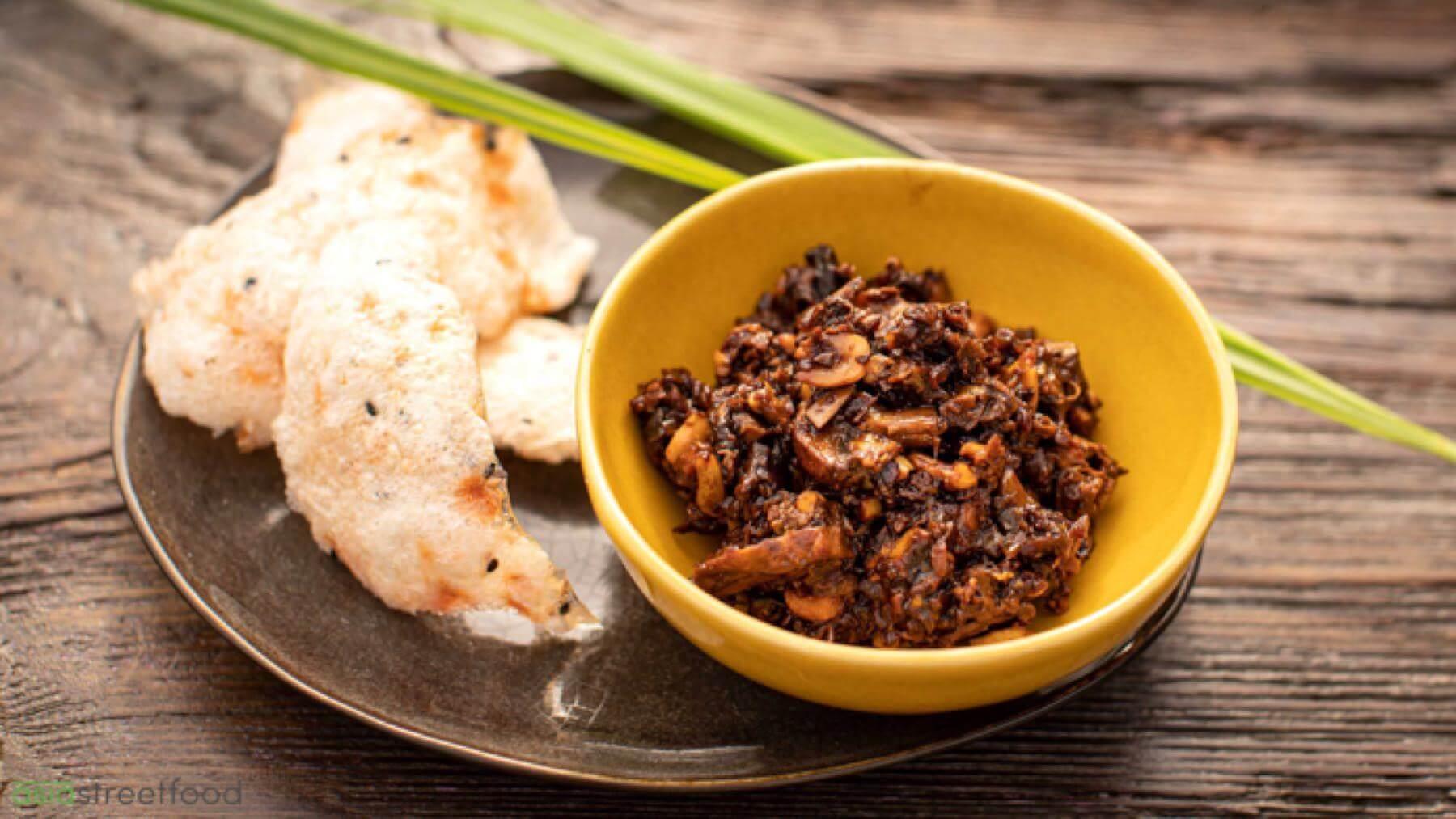 Vegane Umamipaste mit Pilzen und Erdnüssen